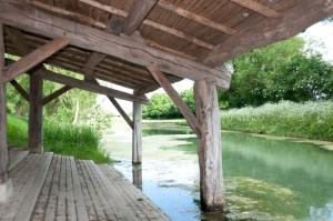 Le lavoir d'Aziré vu de l'intérieur dans le Marais Poitevin
