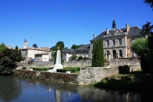 Sèvre niortaise devant la mairie d'Exoudun