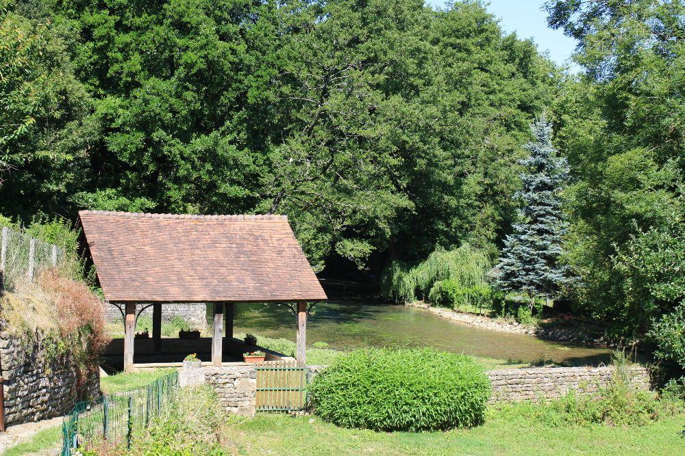 La Fontaine bouillonnante à Exoudun