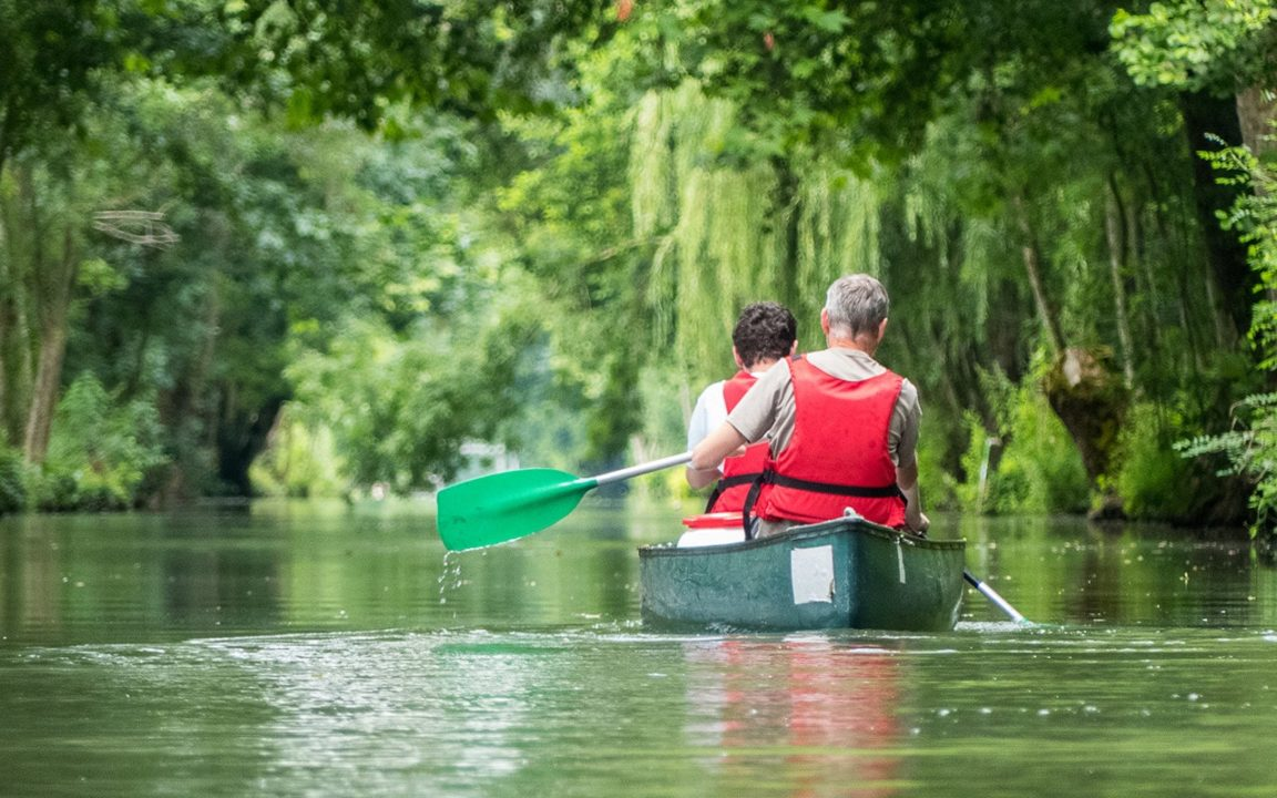 balade en canoe dans le marais poitevin