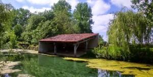 Le lavoir d'Aziré en Vendée dans le Marais Poitevin