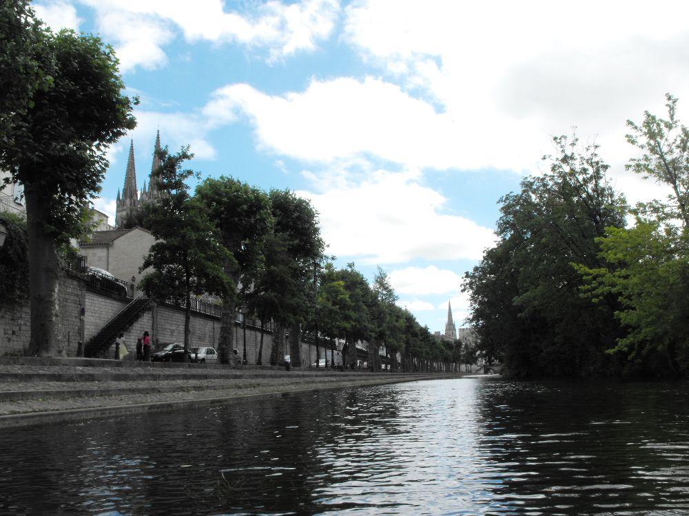 Vue sur Niort depuis la Sèvre Niortaise
