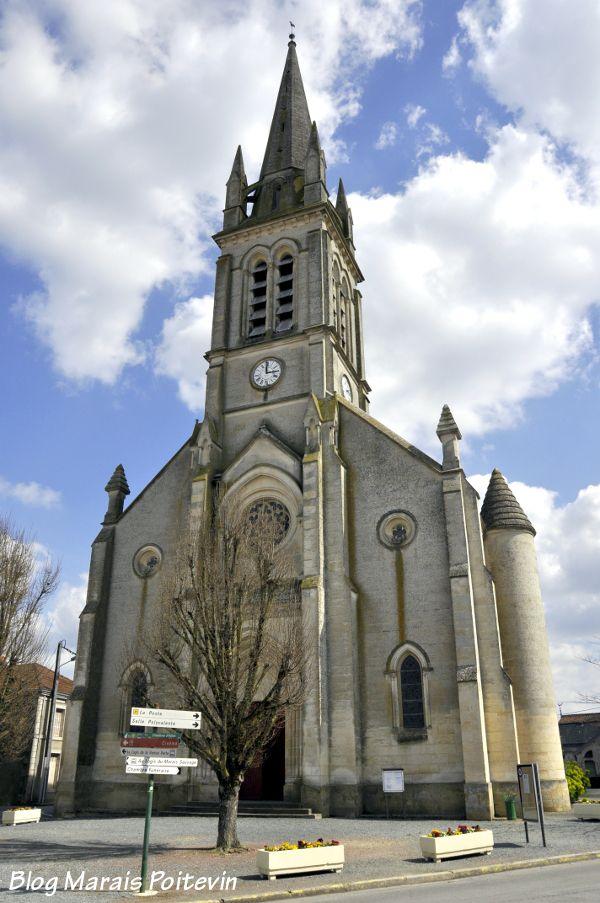 Eglise Saint Hilaire à Saint-Hilaire-la-Palud dans le Marais Poitevin