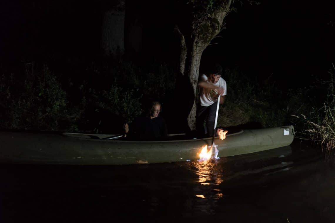 Feu sur l'eau de nuit Marais Poitevin