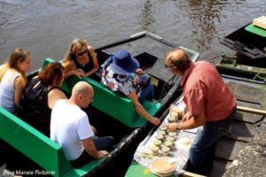 vendeur paté marché sur l'eau marais poitevin