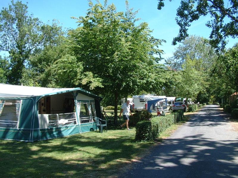 camping municipal le bois dinot marans tentes