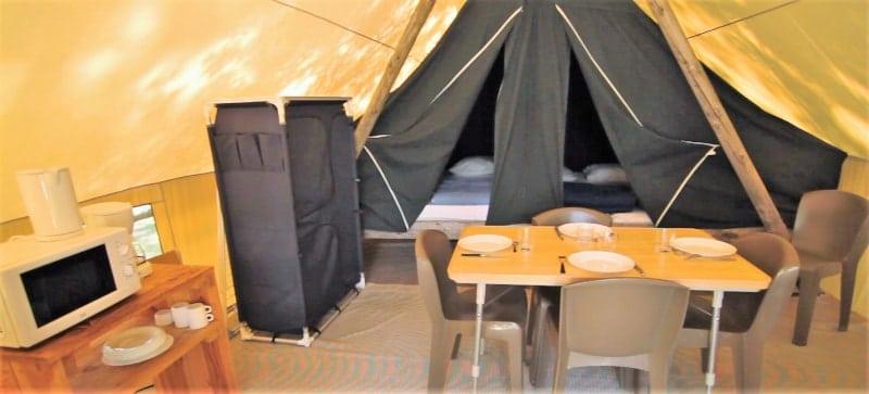 intérieur tente toile et bois camping le lidon