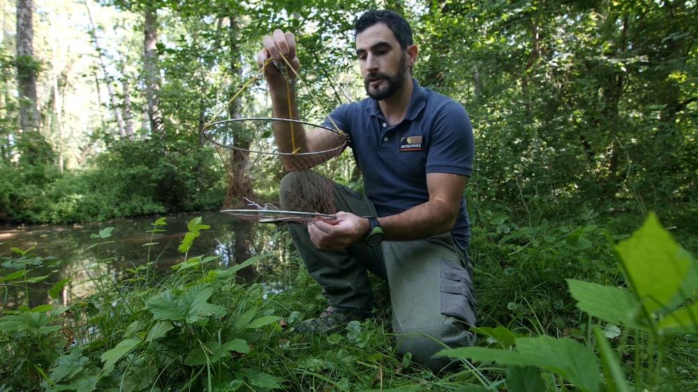 La pêche à la balance, une technique de pêche redoutable pour les écvrevisses.